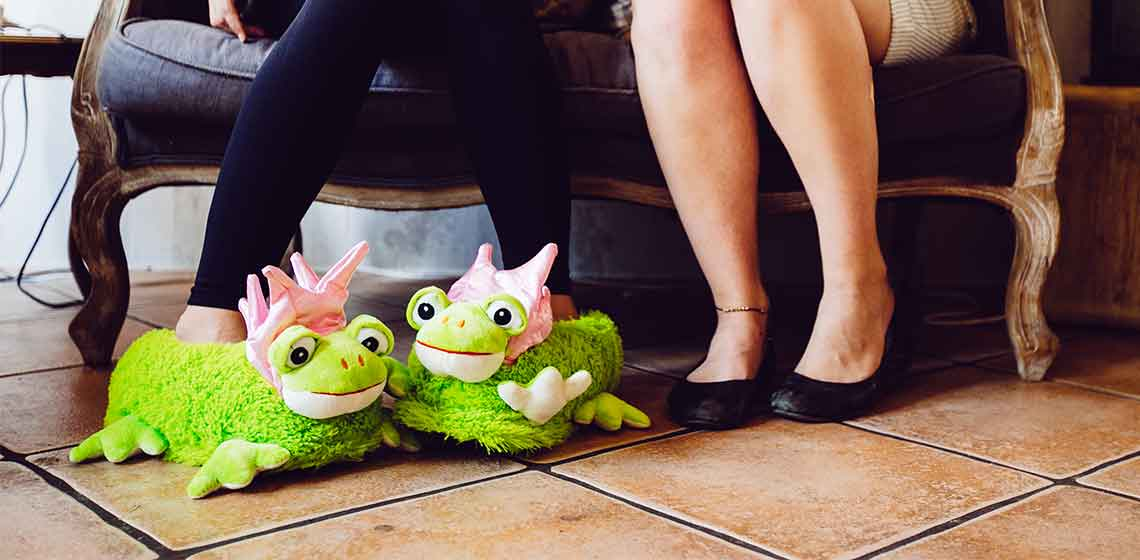 Slippers woman frog prinzess